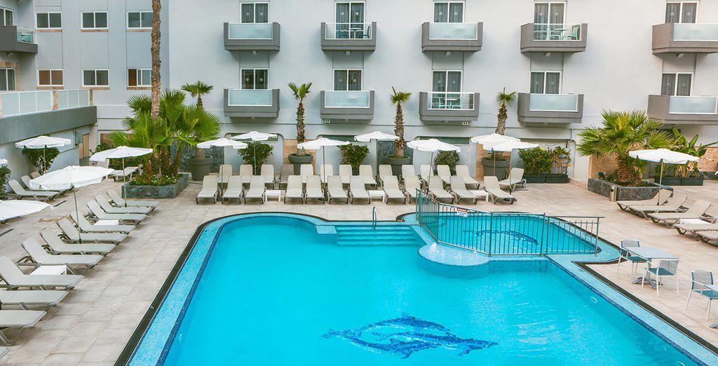 Pebbles Resort 4*