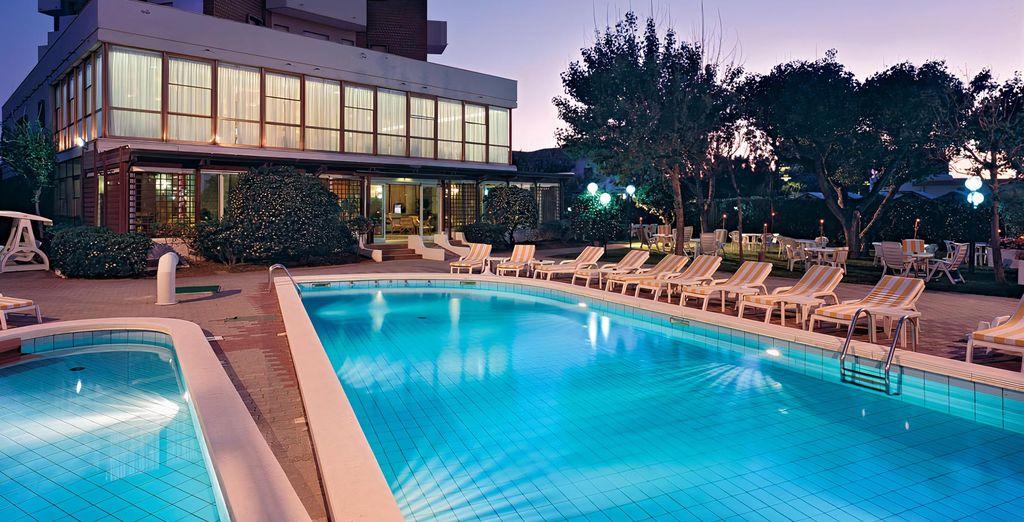 Alexandra Plaza Hotel 4*