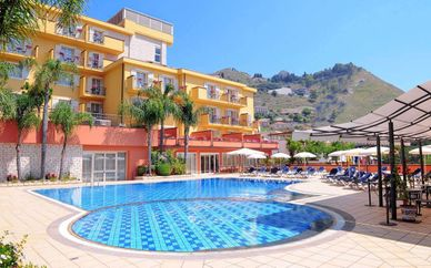 Diamond Naxos Taormina 5*