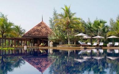 Hotel Stripes Kuala Lumpur 5* & Tanjong Jara Resort 5*