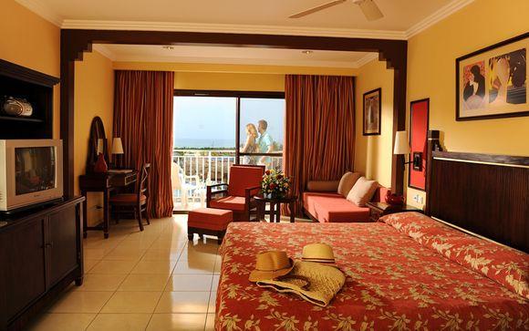 El Hotel Iberostar Laguna Azul 5* le abre sus puertas
