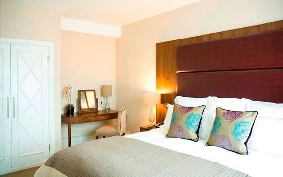 Dolphin House Serviced Apartments 4*