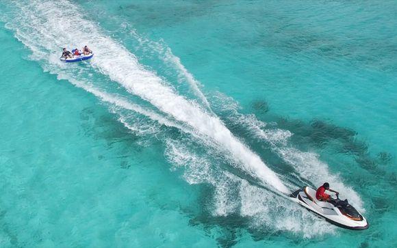 Activités nautiques à réaliser lors d'un voyage aux Maldives et eaux cristallines