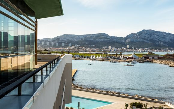 Poussez les portes de votre hôtel NH Marseille Palm Beach 4*