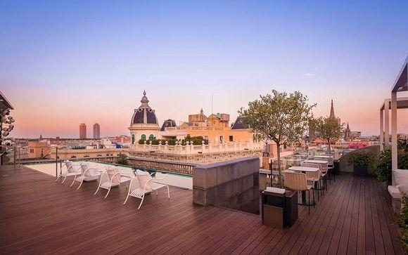 Nous vous emmenons au ohla barcelona un boutique hôtel 5 subtil mélange entre un intérieur au design avant gardiste et une façade néoclassique marquée