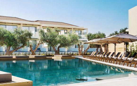 Stile minimalista in 5* con piscina a pochi passi dal mare