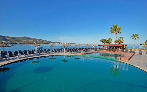 Camere Premium con vista mare in 4* con piscina panoramica